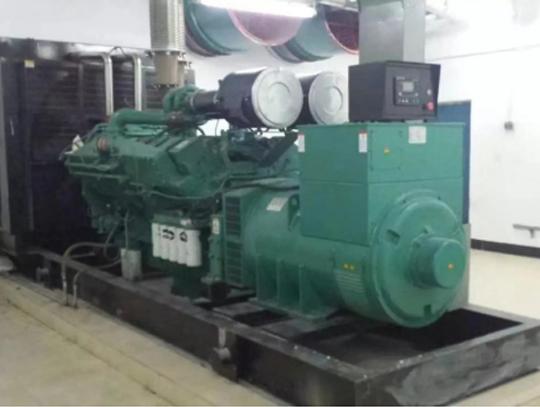 知名地产800KW康明斯发电机组